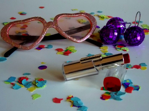 Carnival-diary-heartshaped-glasses