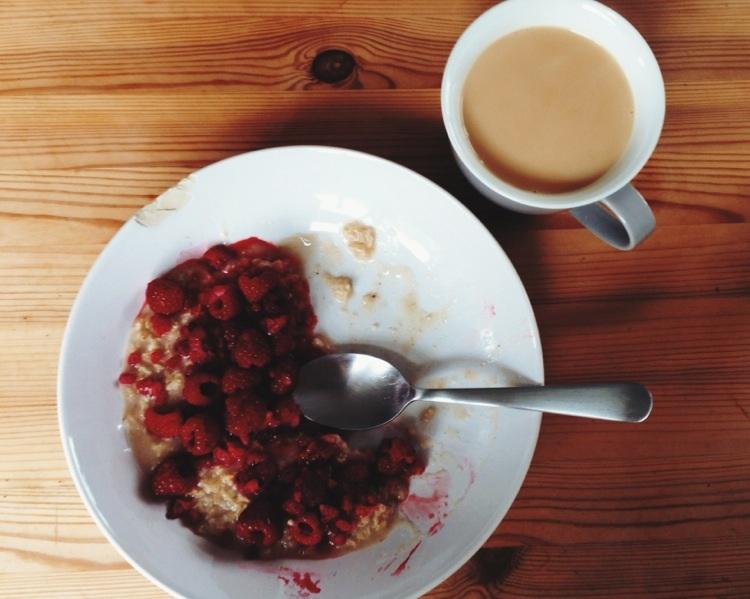 Porridge und Tee