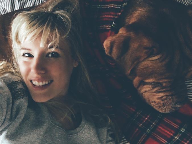 Mädchen Bordeaux Dogge Hund