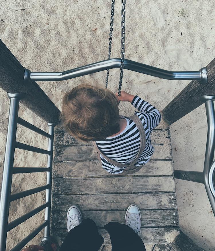 Junior auf dem Spielplatz